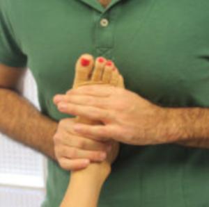 Trattamento generale osteopatico piede da supino